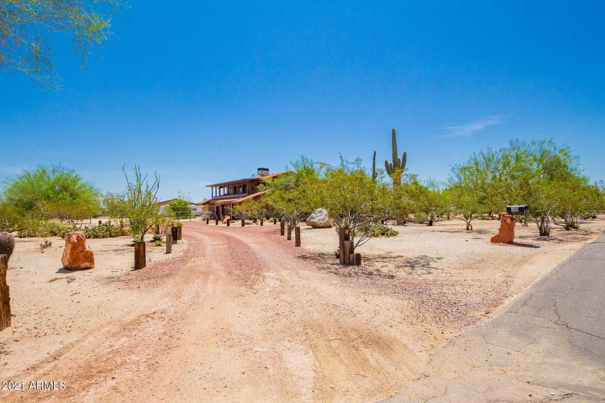 $650,000 - 5Br/3Ba - Home for Sale in Meets & Bounds, Glendale