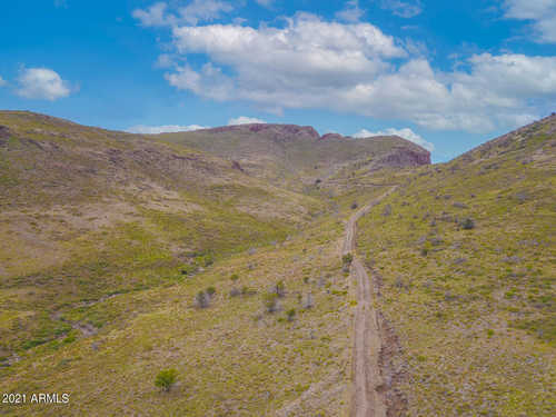 $749,000 - Br/Ba -  for Sale in Yarnell