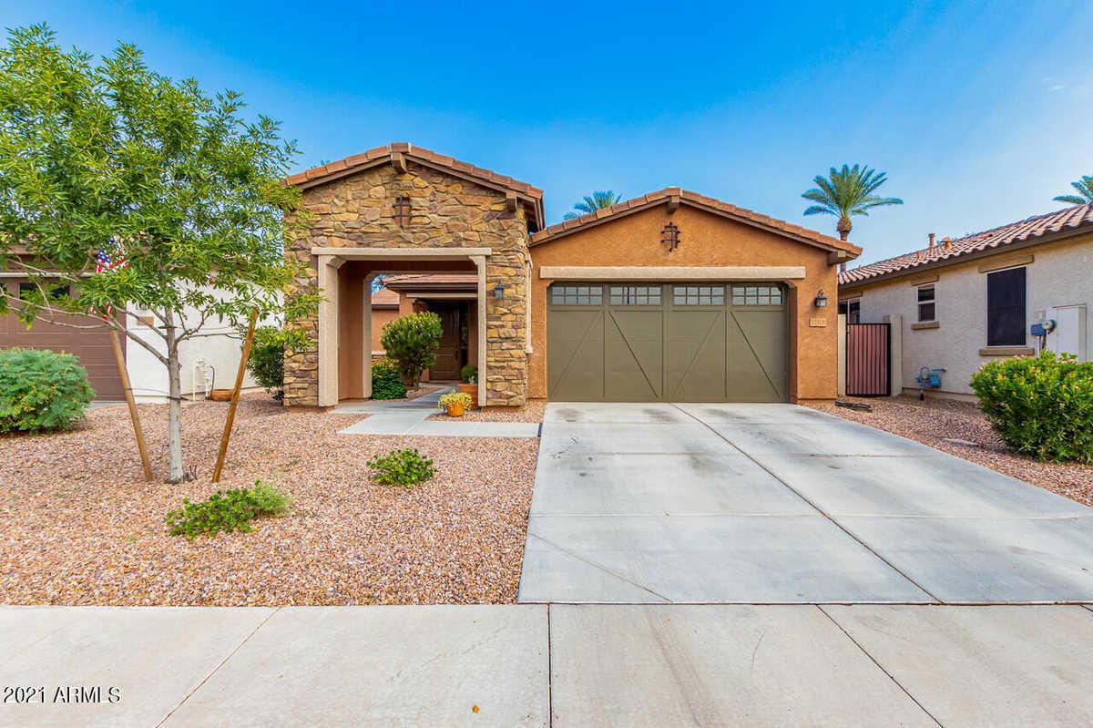 $437,500 - 3Br/2Ba - Home for Sale in Plaza Del Rio Phase 3, Peoria