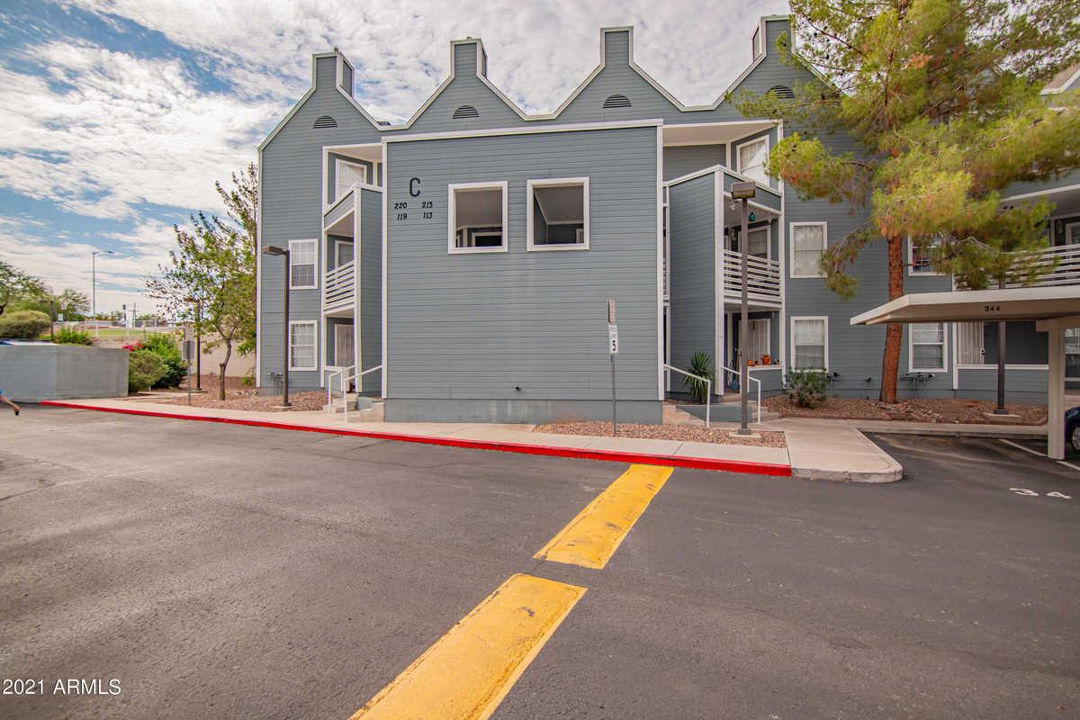 $275,000 - 2Br/3Ba -  for Sale in Centercrest, Mesa