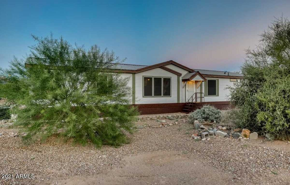 $469,900 - 4Br/2Ba -  for Sale in S6 T1n R8e, Apache Junction