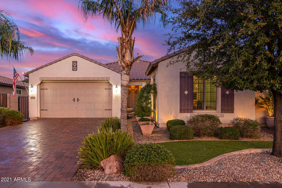 $599,900 - 4Br/3Ba - Home for Sale in Layton Lakes Parcel 6, Gilbert