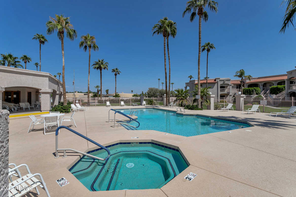 $236,500 - 2Br/2Ba -  for Sale in Greenway Palms, Peoria