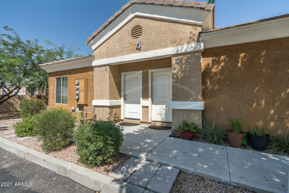 $237,500 - 3Br/2Ba -  for Sale in The Haystacks, Apache Junction