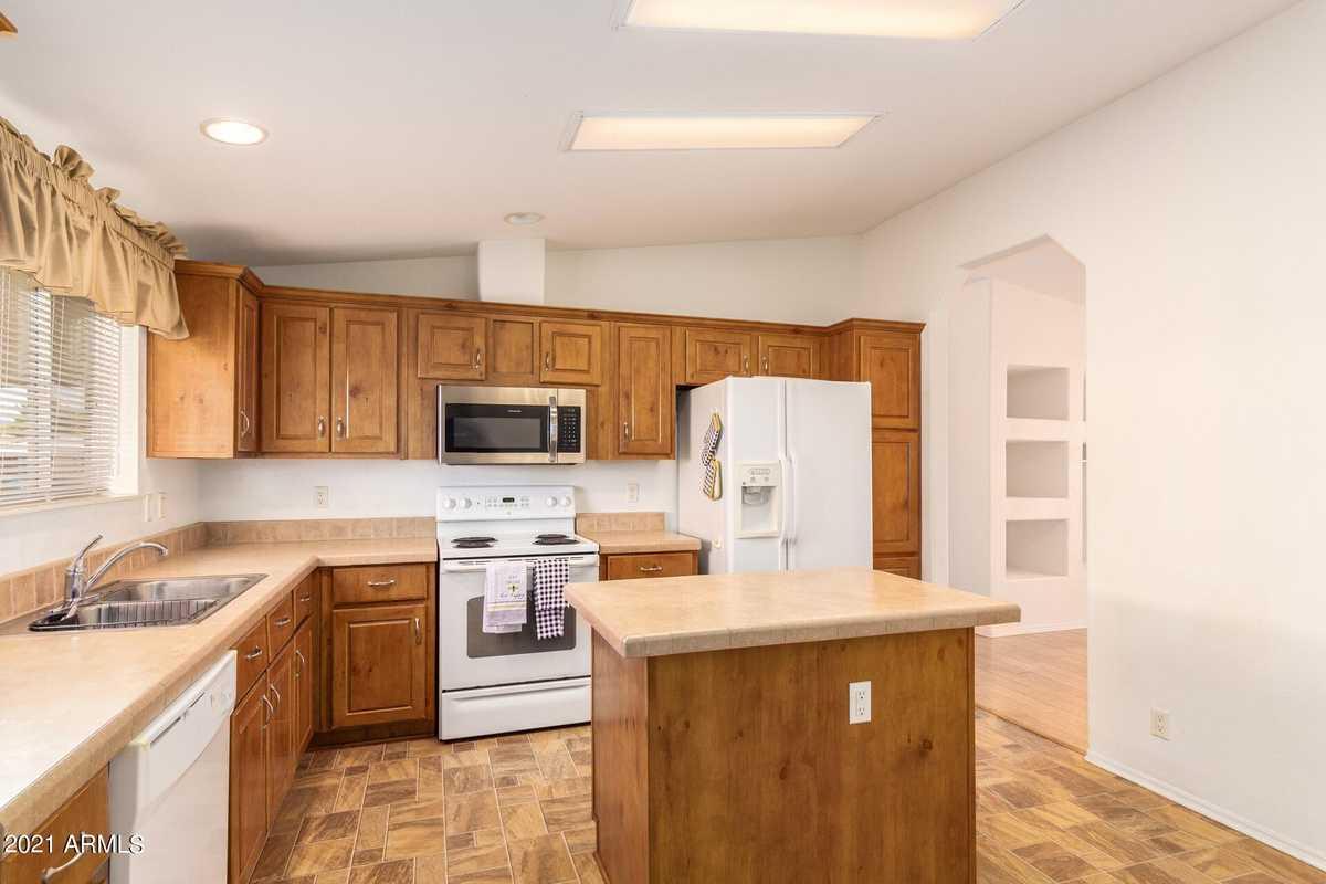 $179,900 - 3Br/2Ba -  for Sale in Bell Casas Mobile Home Estates Lot 76, Phoenix
