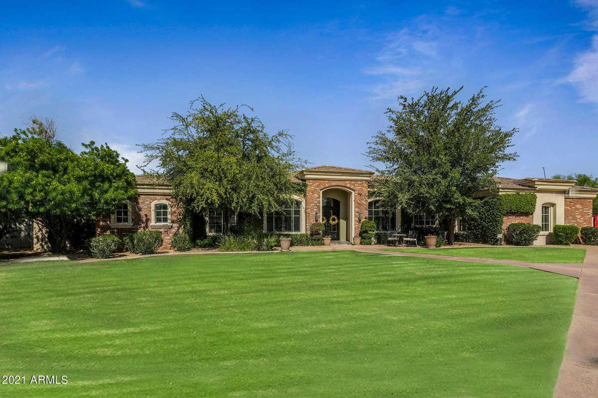 $2,100,000 - 4Br/5Ba - Home for Sale in Arabian Green, Scottsdale
