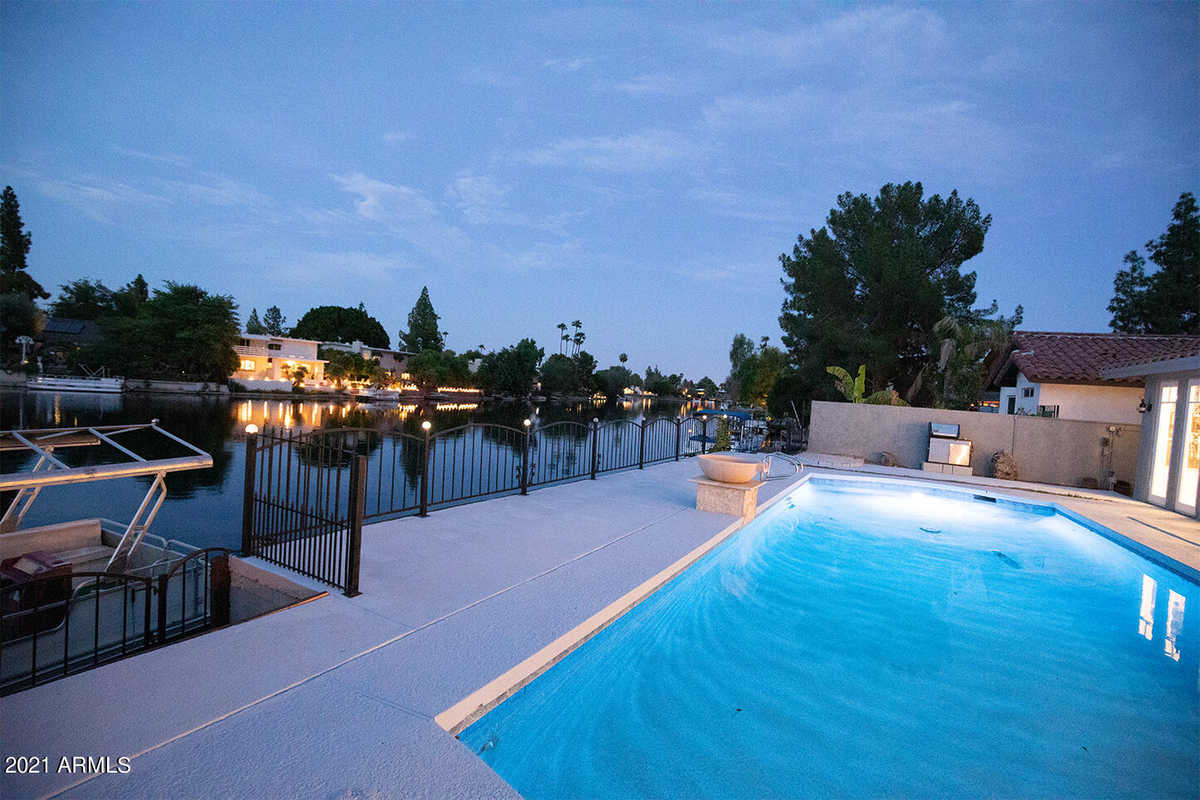 $900,000 - 7Br/4Ba - Home for Sale in Lakes Tract A, Tempe