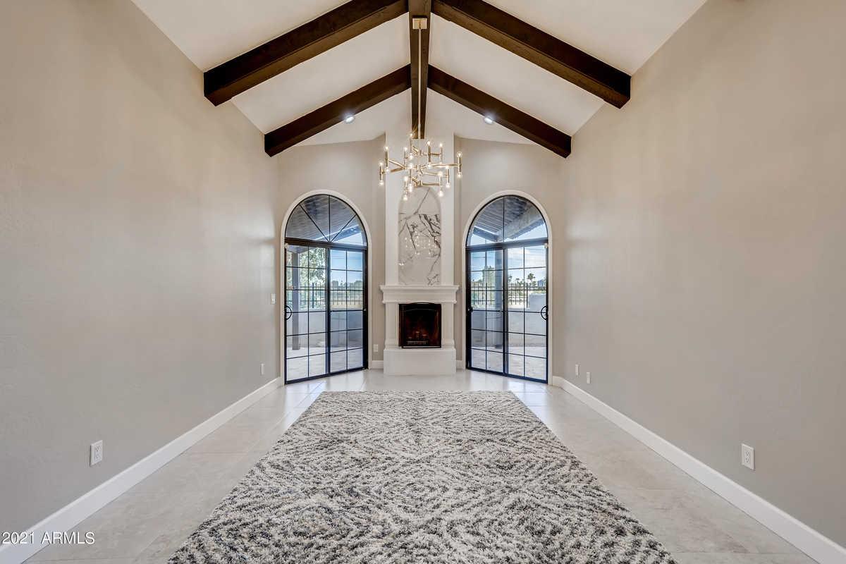 $679,900 - 2Br/2Ba -  for Sale in La Villita, Scottsdale