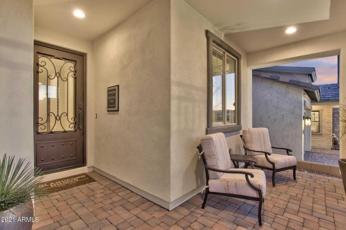 $779,783 - 5Br/5Ba - Home for Sale in Stratford, Gilbert