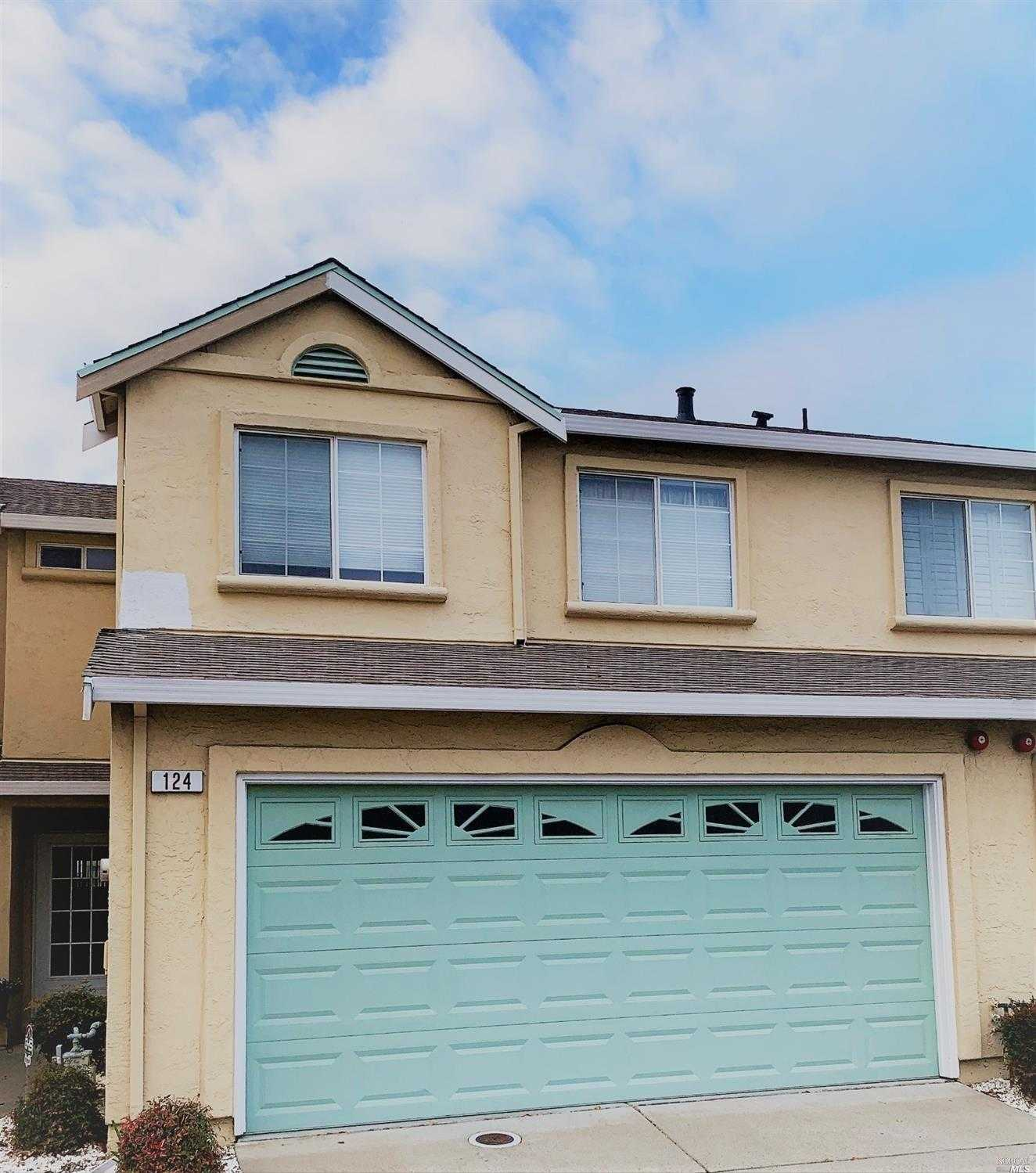 $365,000 - 3Br/3Ba -  for Sale in Fairfield