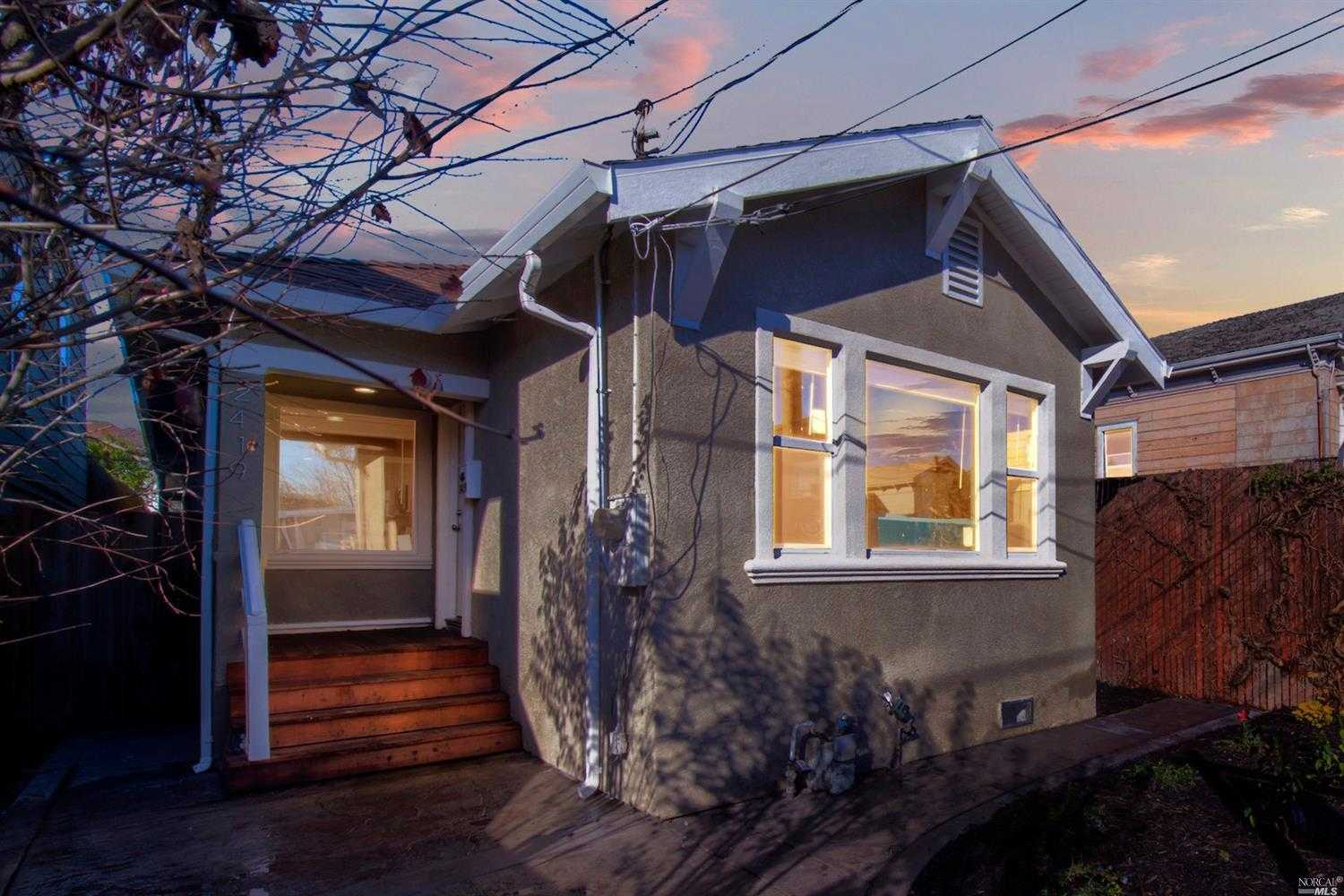 $679,000 - 4Br/2Ba -  for Sale in Oakland