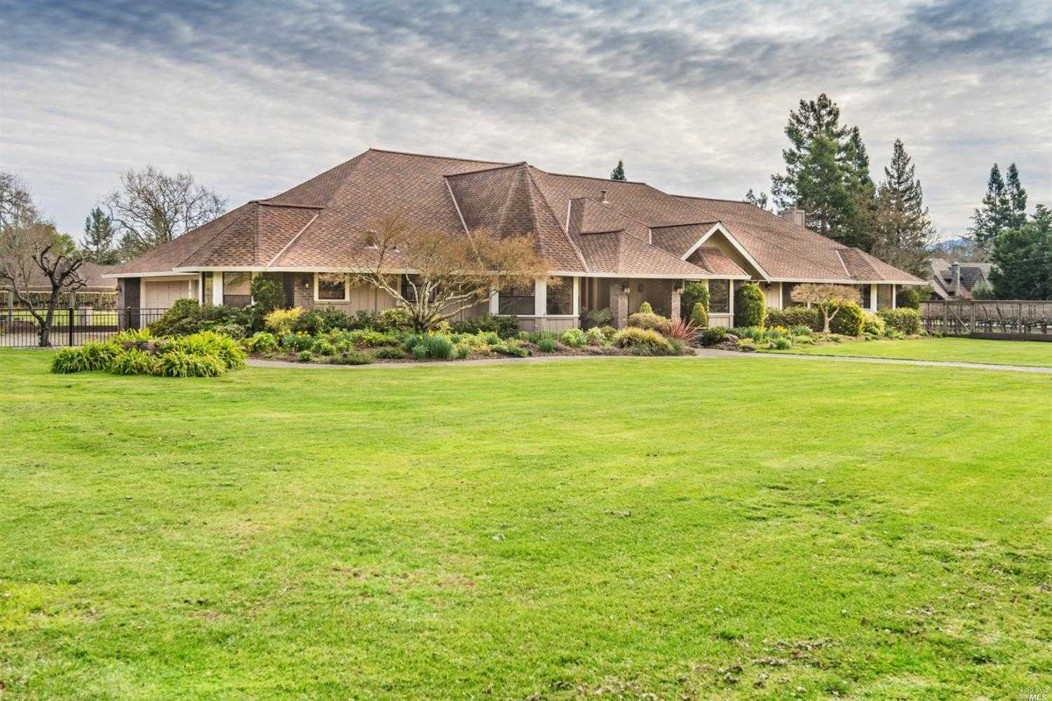 $2,298,000 - 4Br/4Ba -  for Sale in Santa Rosa