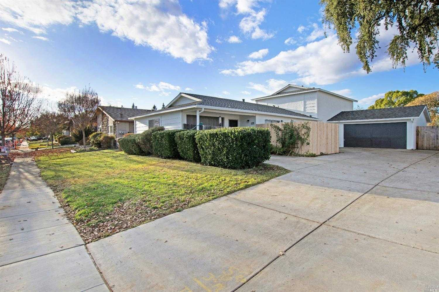 $699,000 - 6Br/4Ba -  for Sale in Napa