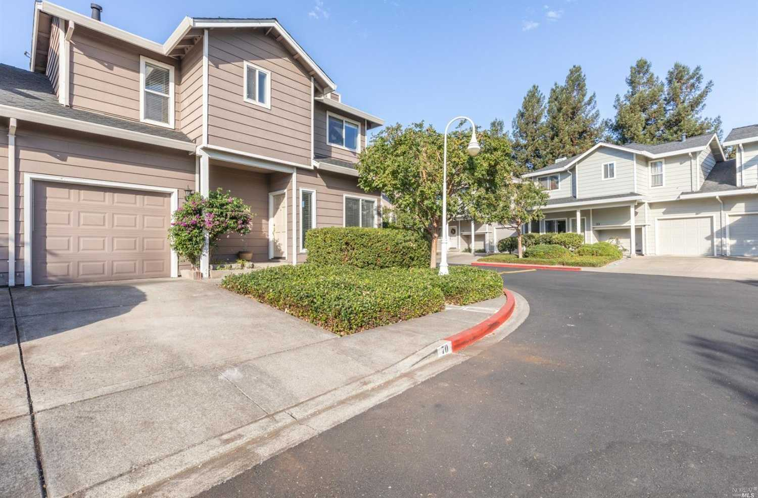$519,999 - 2Br/3Ba -  for Sale in Napa