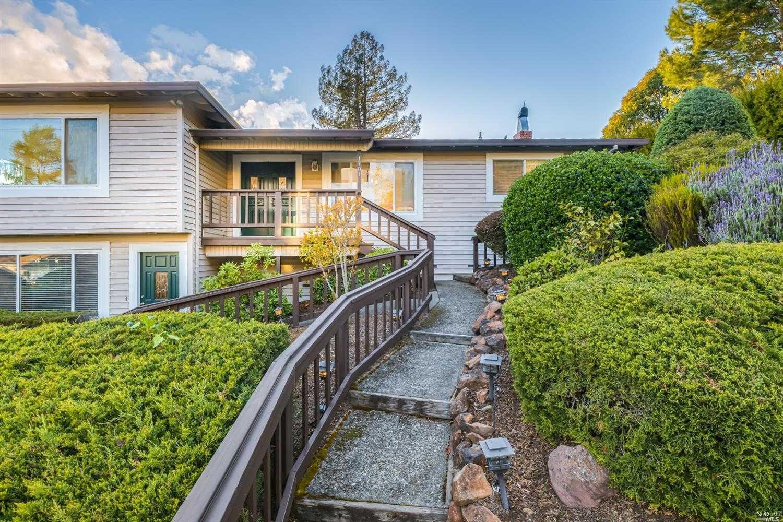 $899,000 - 4Br/3Ba -  for Sale in Santa Rosa