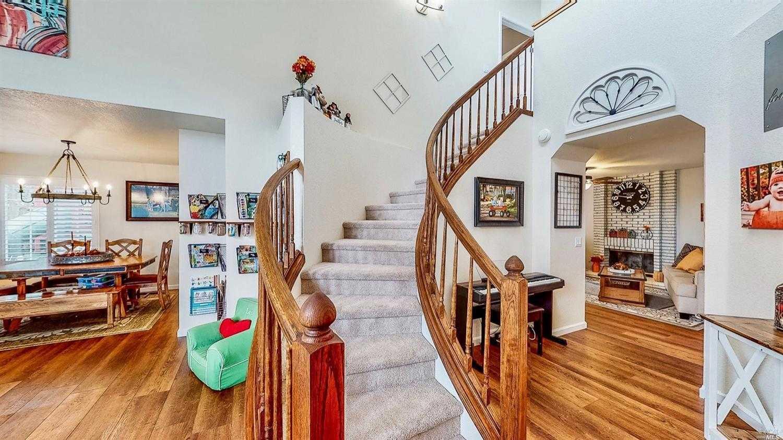$815,000 - 3Br/3Ba -  for Sale in Foothill Oaks Est, Windsor
