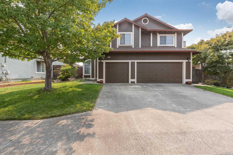 $799,000 - 4Br/3Ba -  for Sale in Windsor