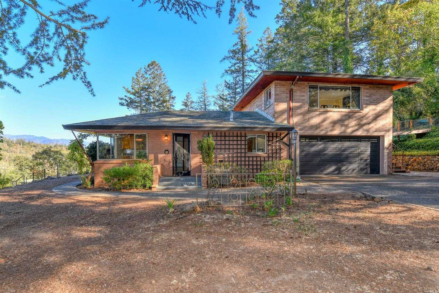 $1,375,000 - 2Br/3Ba -  for Sale in Calistoga