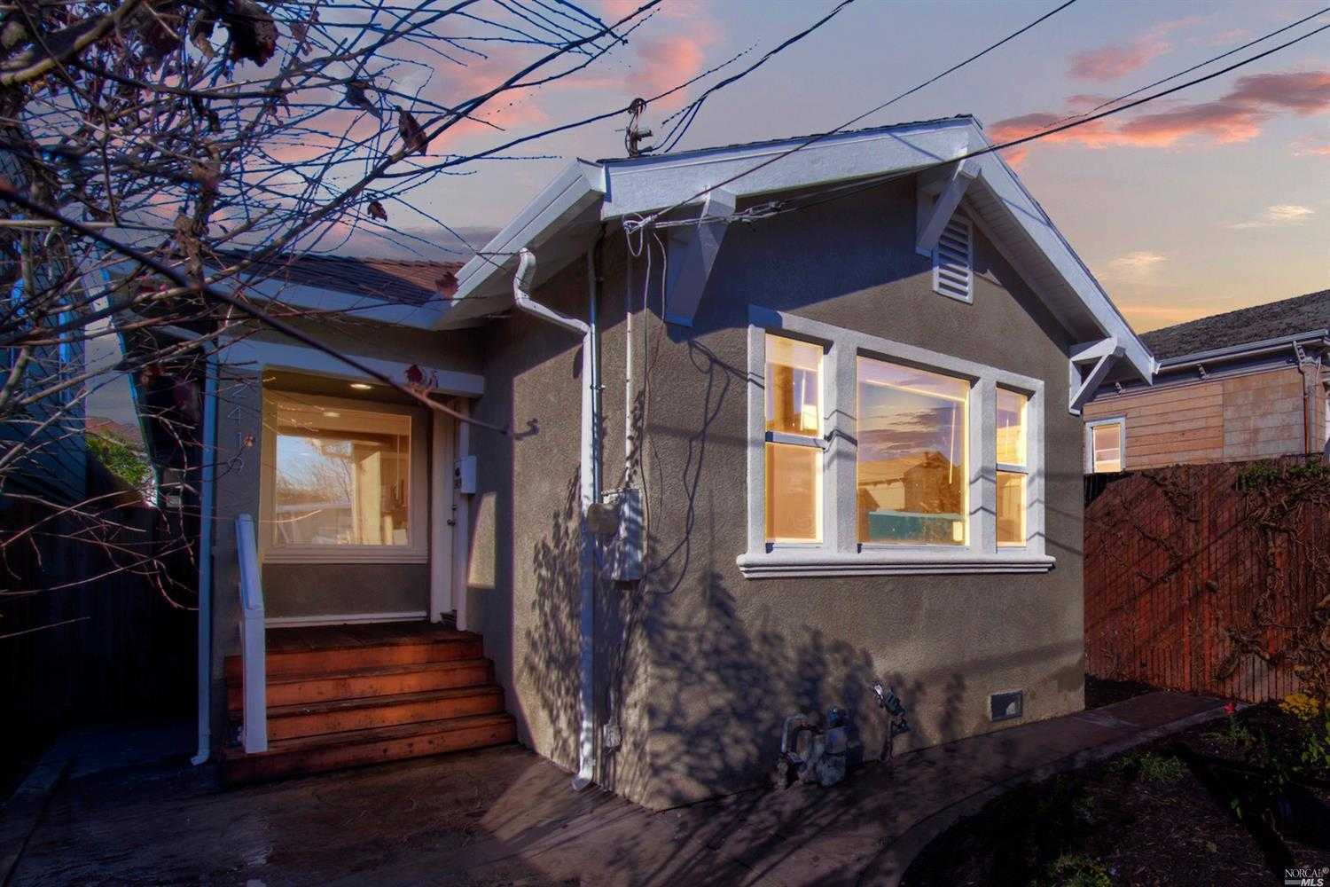 $649,000 - 4Br/2Ba -  for Sale in Oakland