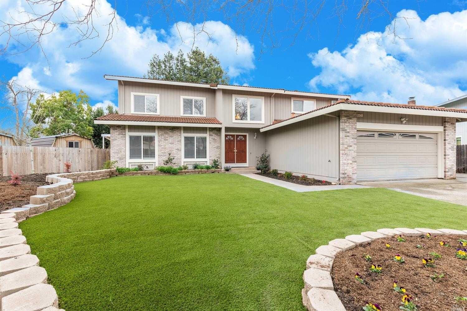 $800,000 - 5Br/3Ba -  for Sale in Rohnert Park