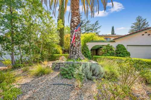 $1,150,000 - 5Br/3Ba -  for Sale in Calistoga