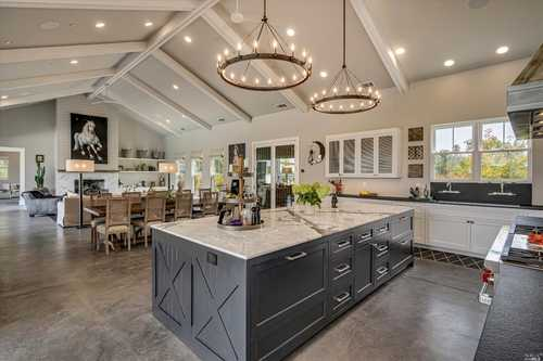 $5,950,000 - 3Br/4Ba -  for Sale in Calistoga