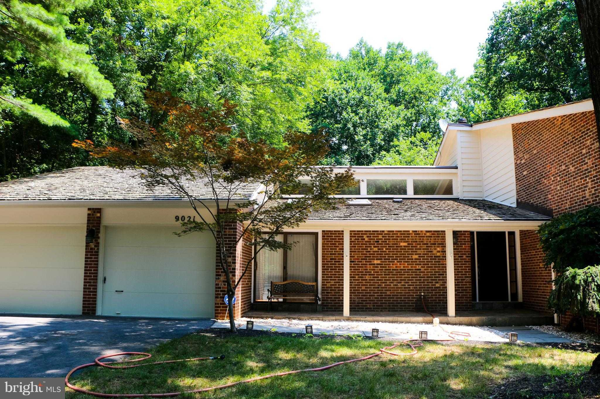 $849 900 5Br 4Ba for Sale in Wolf Trap Woods Vienna