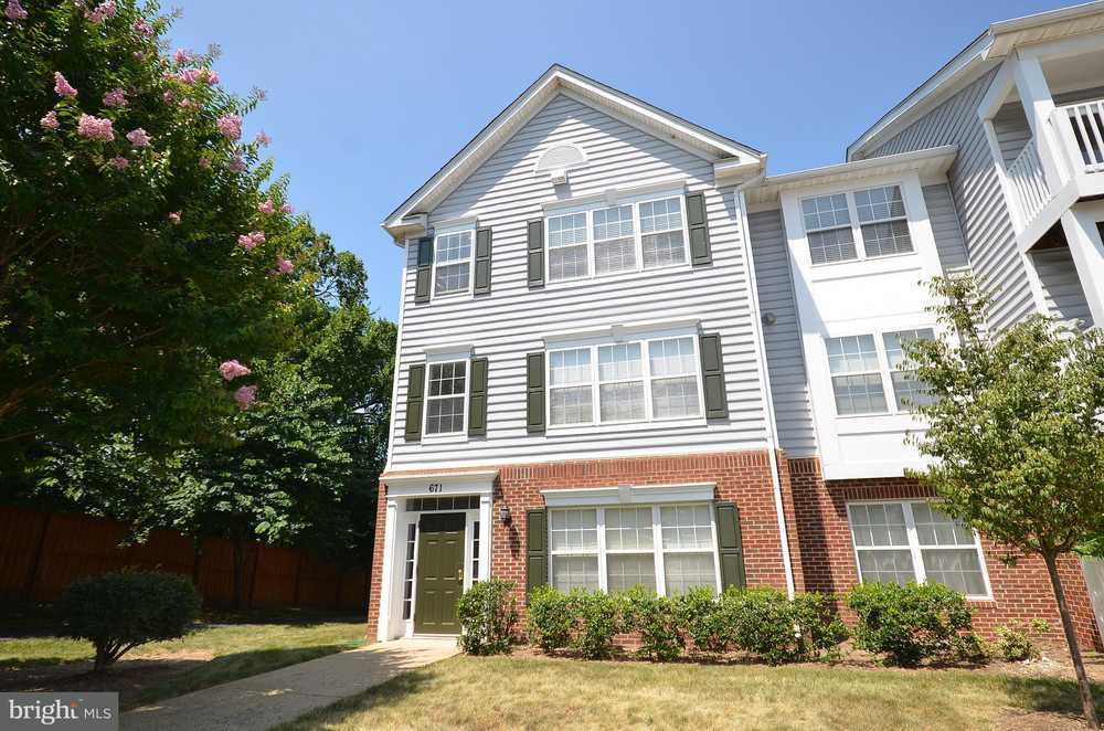 671 CONSTELLATION SQUARE SE Unit C, LEESBURG, VA, 20175 $228,500 Under  Contract Just Listed