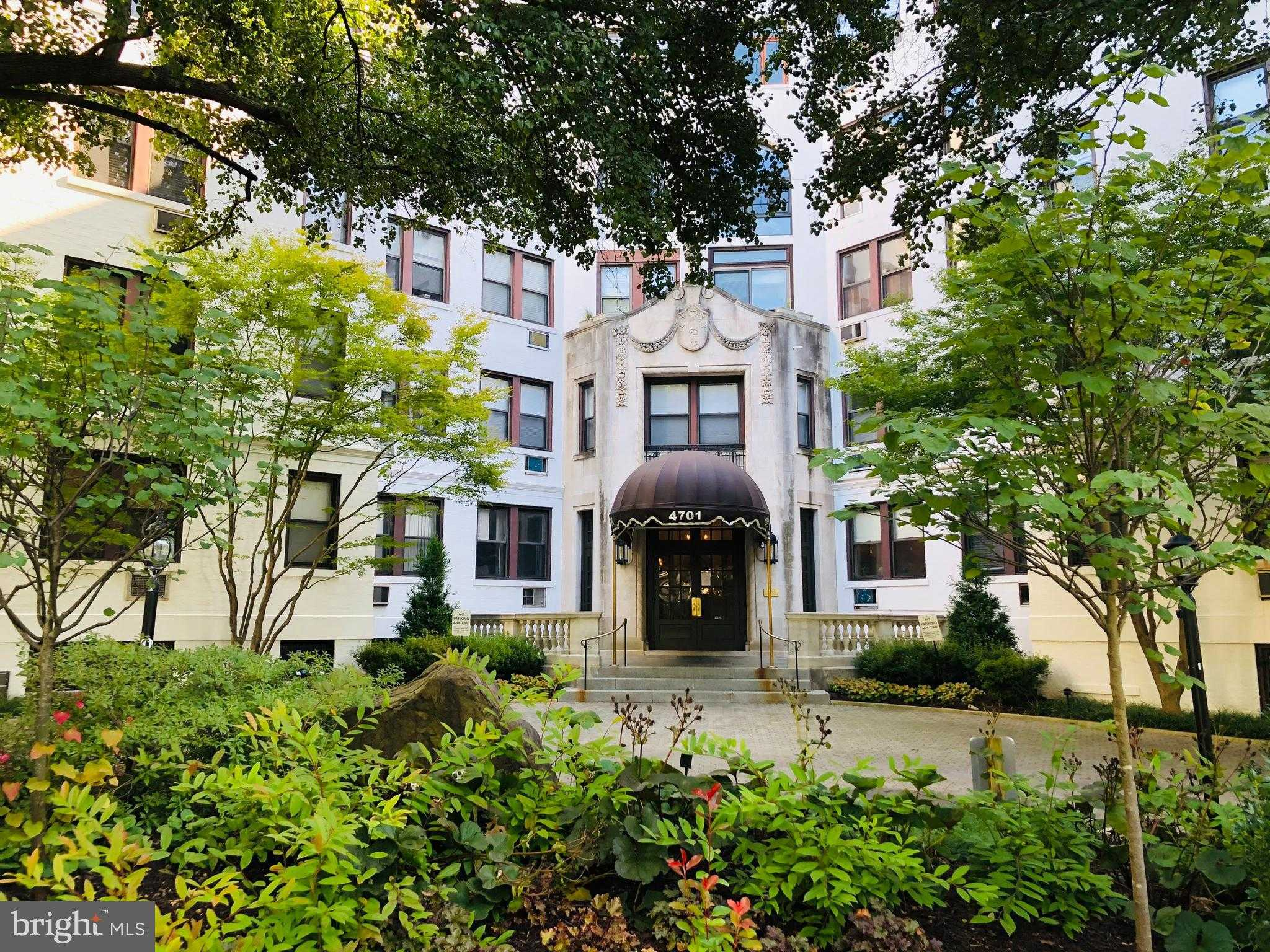 $640,000 - 2Br/2Ba -  for Sale in Forest Hills, Washington