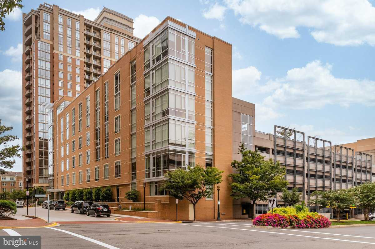 $1,149,900 - 3Br/2Ba -  for Sale in Midtown North, Reston