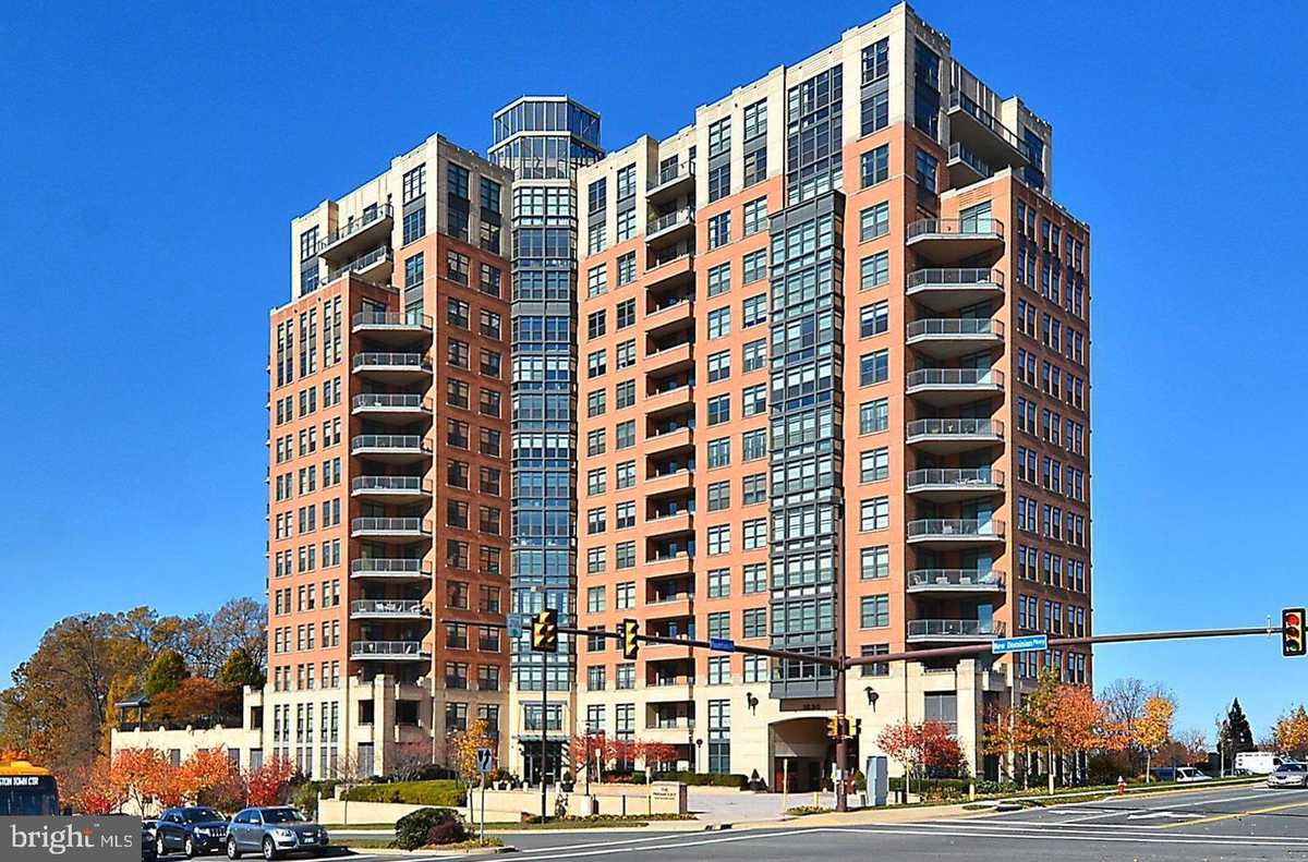 $825,000 - 3Br/3Ba -  for Sale in Paramount, Reston