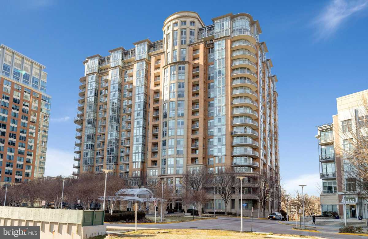 $1,089,000 - 2Br/3Ba -  for Sale in One Park Crest, Mclean