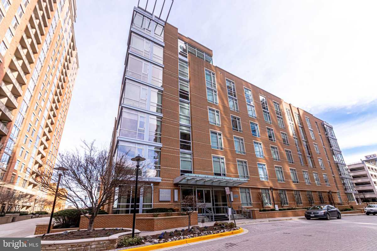 $435,000 - 1Br/1Ba -  for Sale in Midtown North, Reston