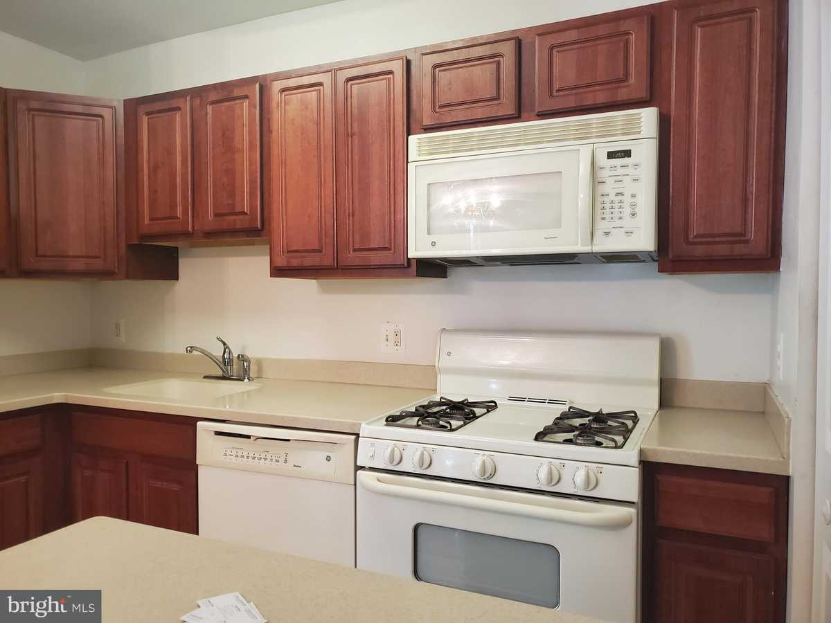 $199,900 - 1Br/1Ba -  for Sale in Timberlane Village Gdns, Falls Church
