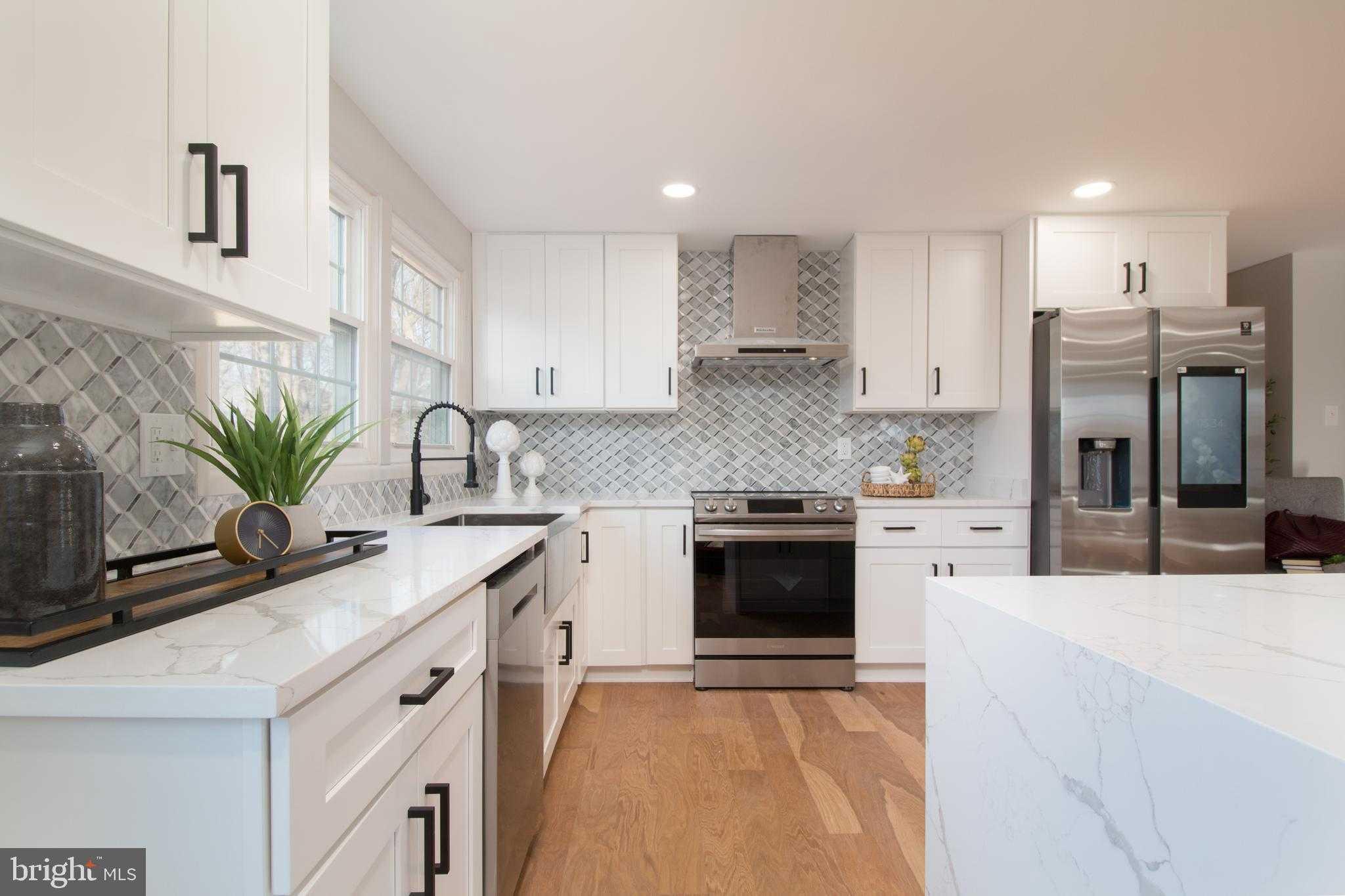 $700,000 - 5Br/3Ba -  for Sale in Greenbriar, Fairfax