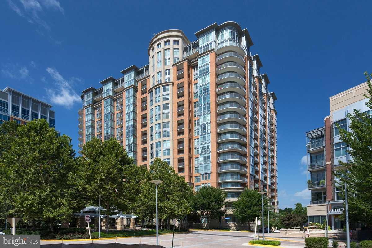 $583,000 - 1Br/2Ba -  for Sale in One Park Crest Condominium, Mclean