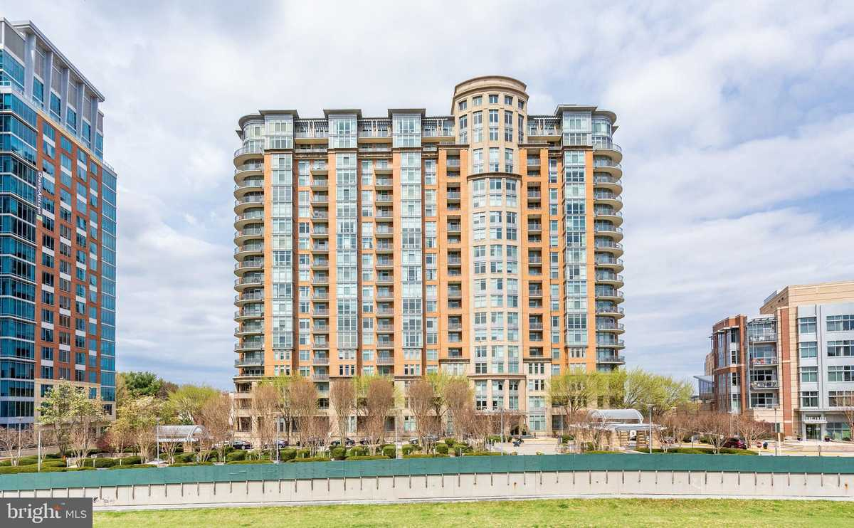 $549,000 - 1Br/2Ba -  for Sale in One Park Crest, Mclean