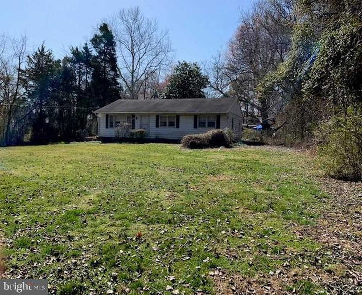 $989,000 - 3Br/2Ba -  for Sale in None Available, Springfield
