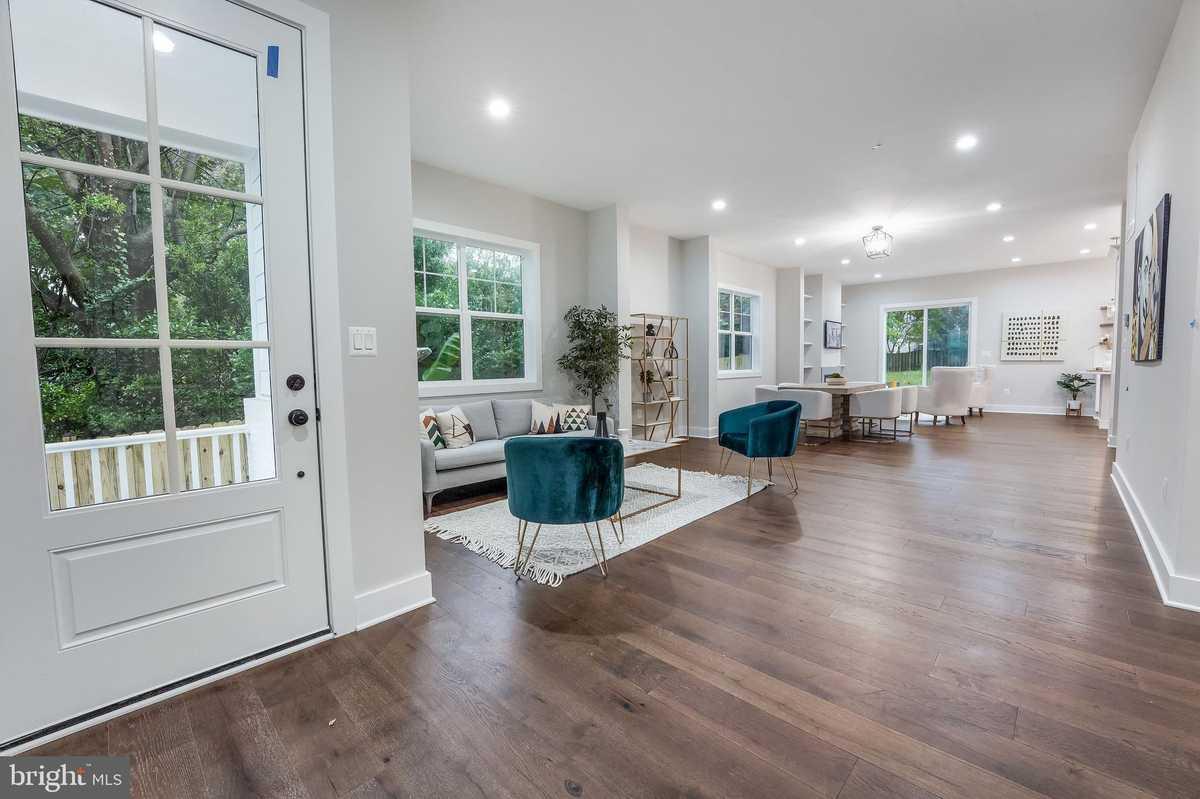 $1,099,990 - 5Br/5Ba -  for Sale in Fairfax Heights, Fairfax