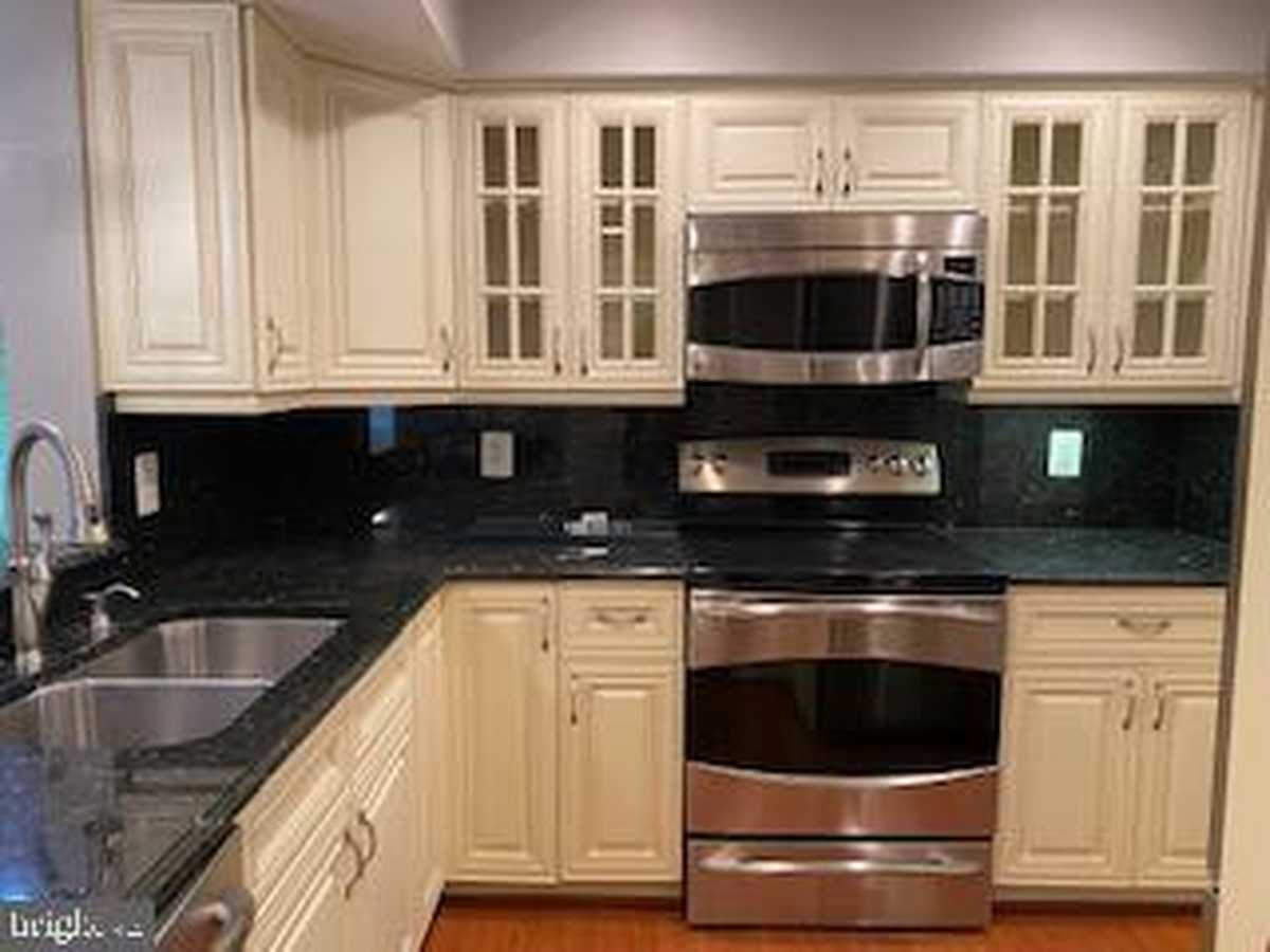 $409,000 - 2Br/2Ba -  for Sale in Fountains At Mclean, Mclean