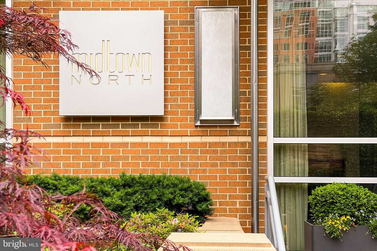 $437,500 - 1Br/2Ba -  for Sale in Midtown North, Reston
