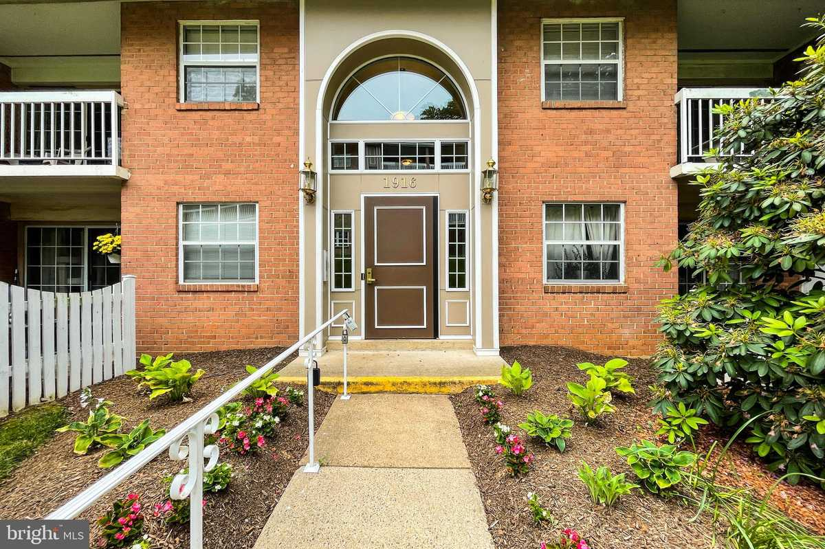 $300,000 - 2Br/1Ba -  for Sale in Mclean Chase, Mclean