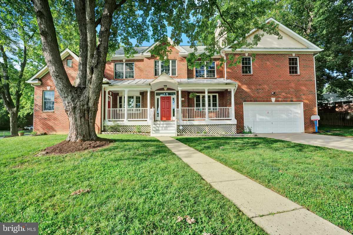 $950,000 - 7Br/6Ba -  for Sale in Broyhill Park, Falls Church
