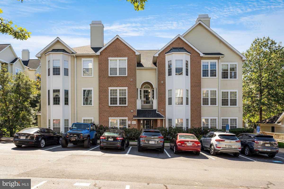 $395,000 - 3Br/2Ba -  for Sale in Random Hills, Fairfax