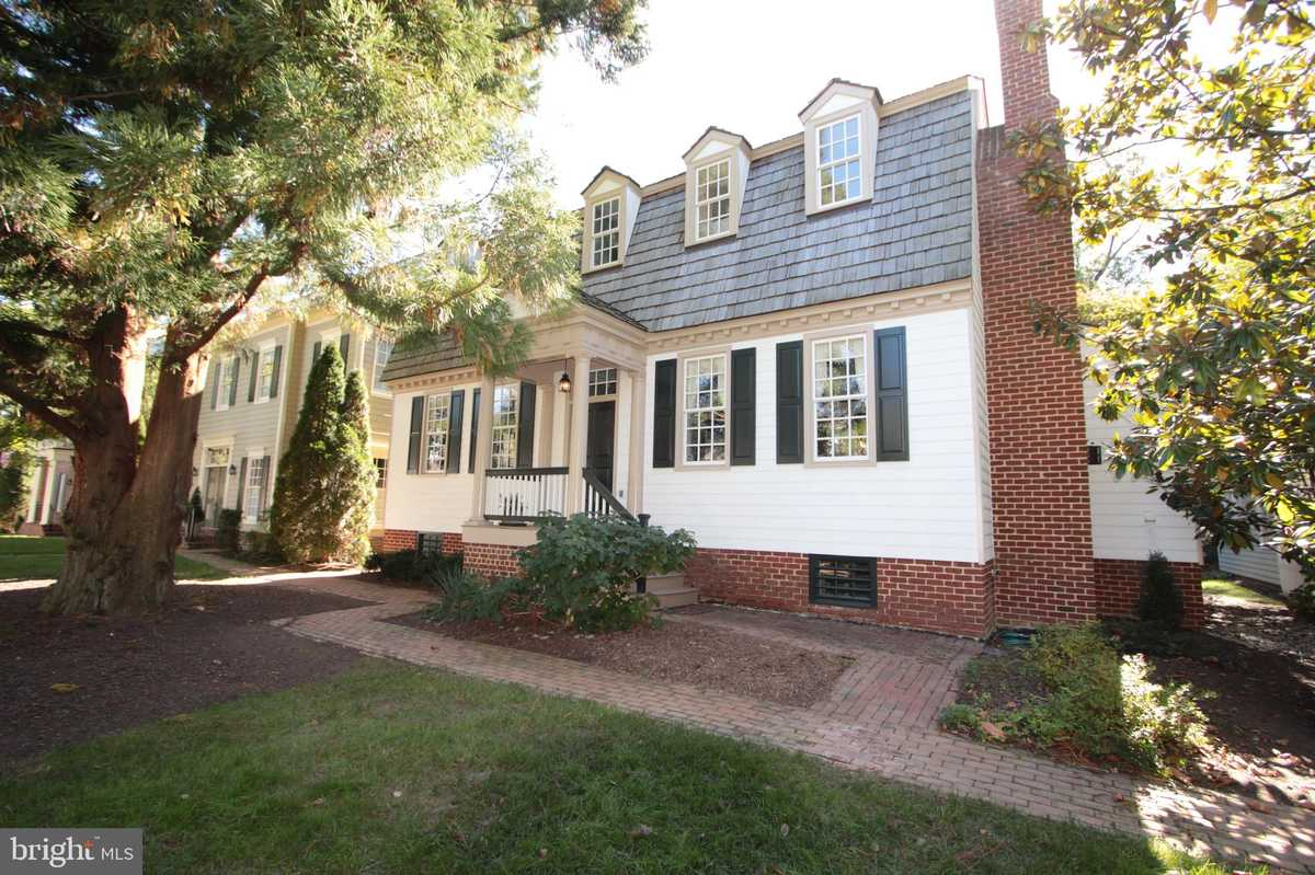 $1,295,000 - 5Br/5Ba -  for Sale in Williamsburg Commons, Vienna