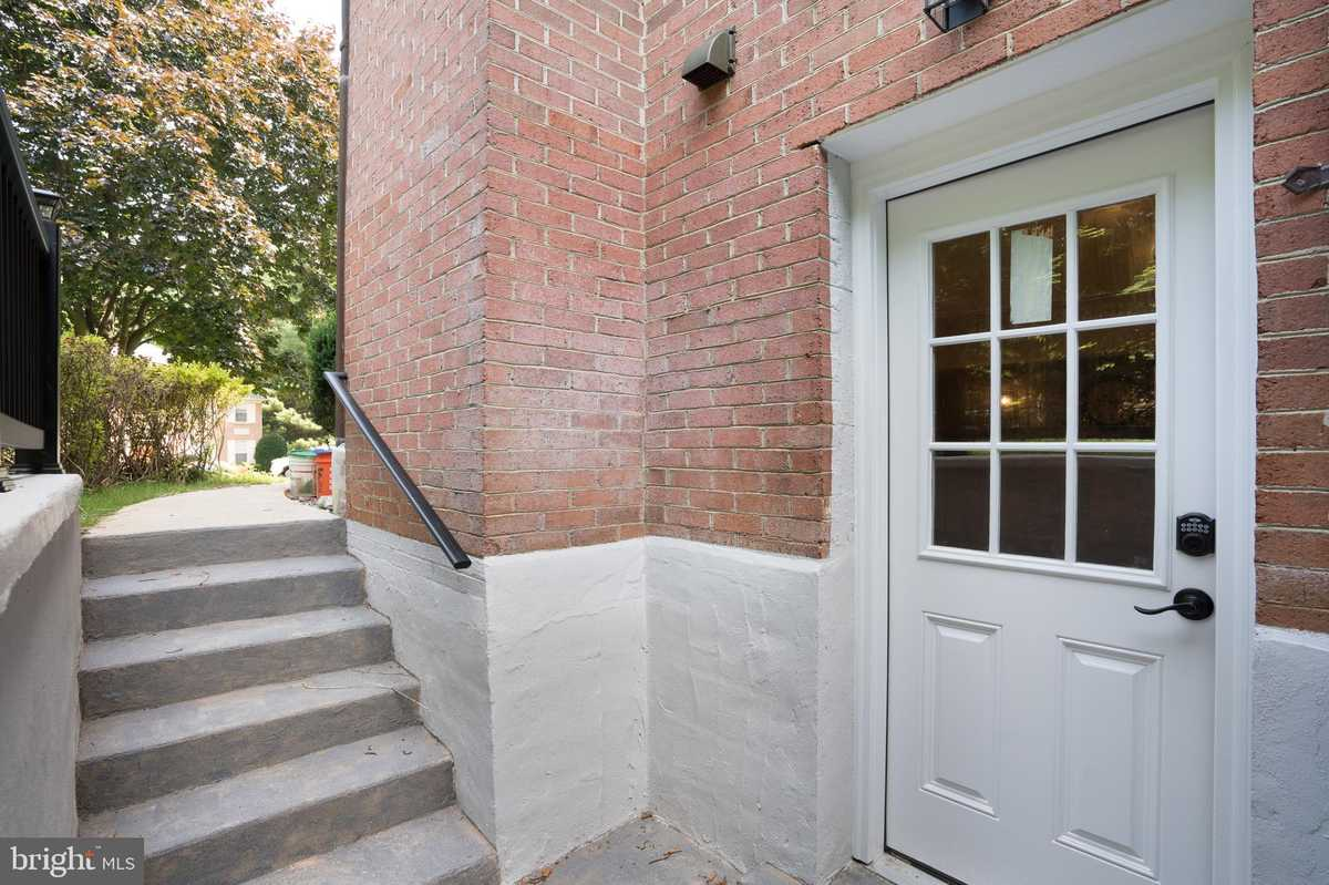 $2,000 - 1Br/1Ba -  for Sale in Timberly South, Mclean