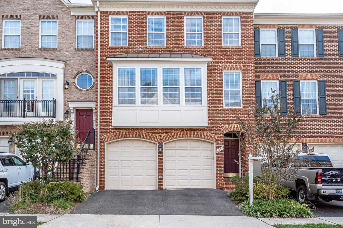 $765,000 - 3Br/4Ba -  for Sale in Towns Of Covington Sqr, Fairfax