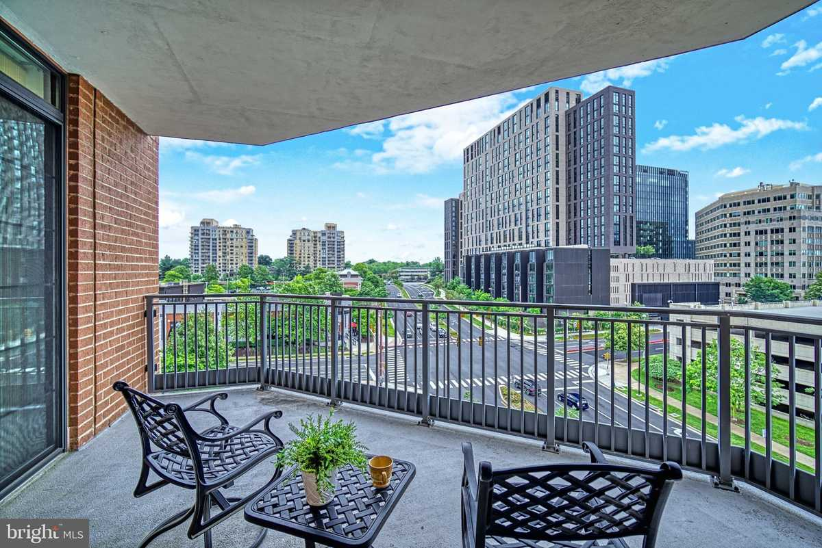 $775,000 - 3Br/3Ba -  for Sale in The Paramount, Reston