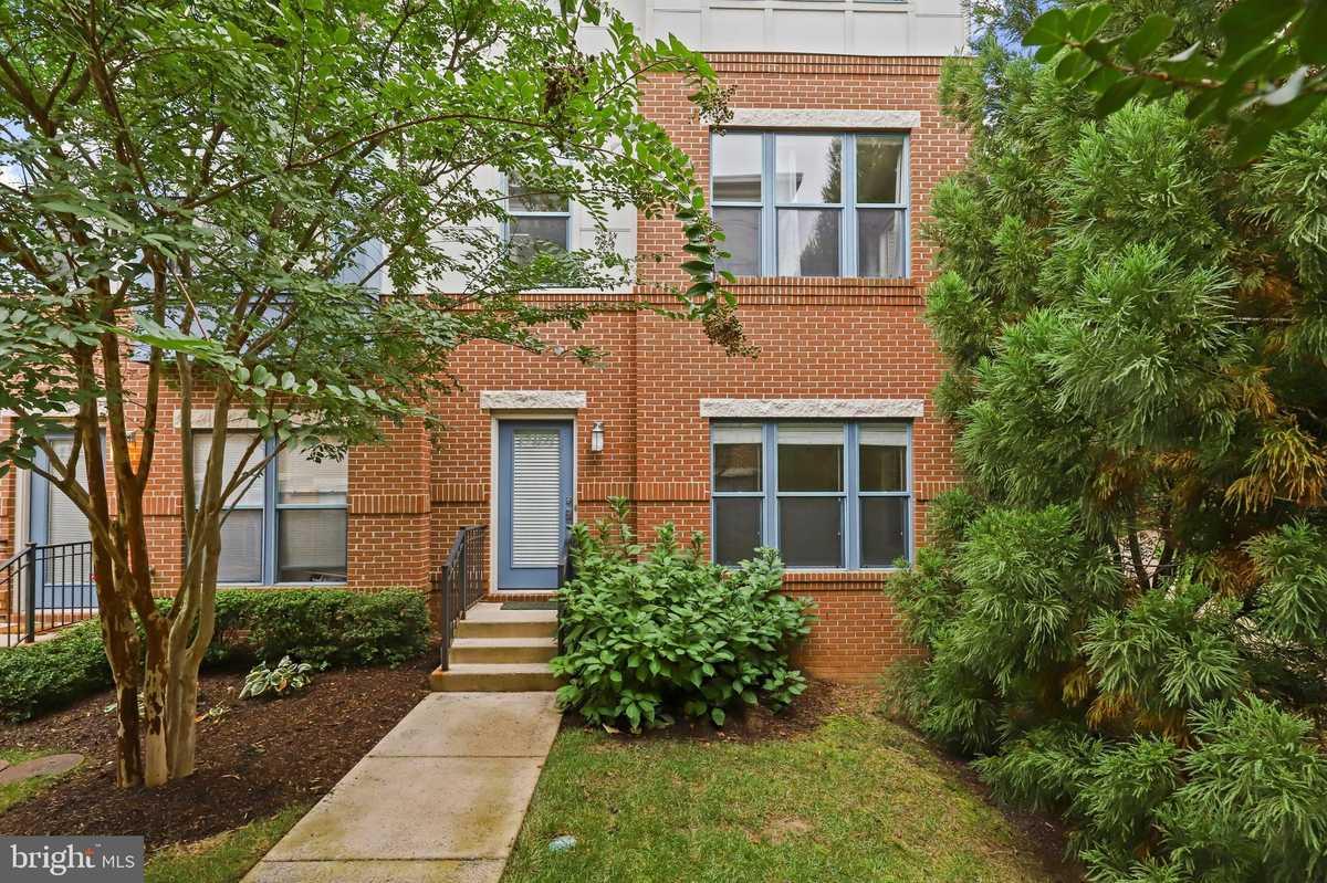 $749,000 - 3Br/4Ba -  for Sale in Centerpointe, Fairfax
