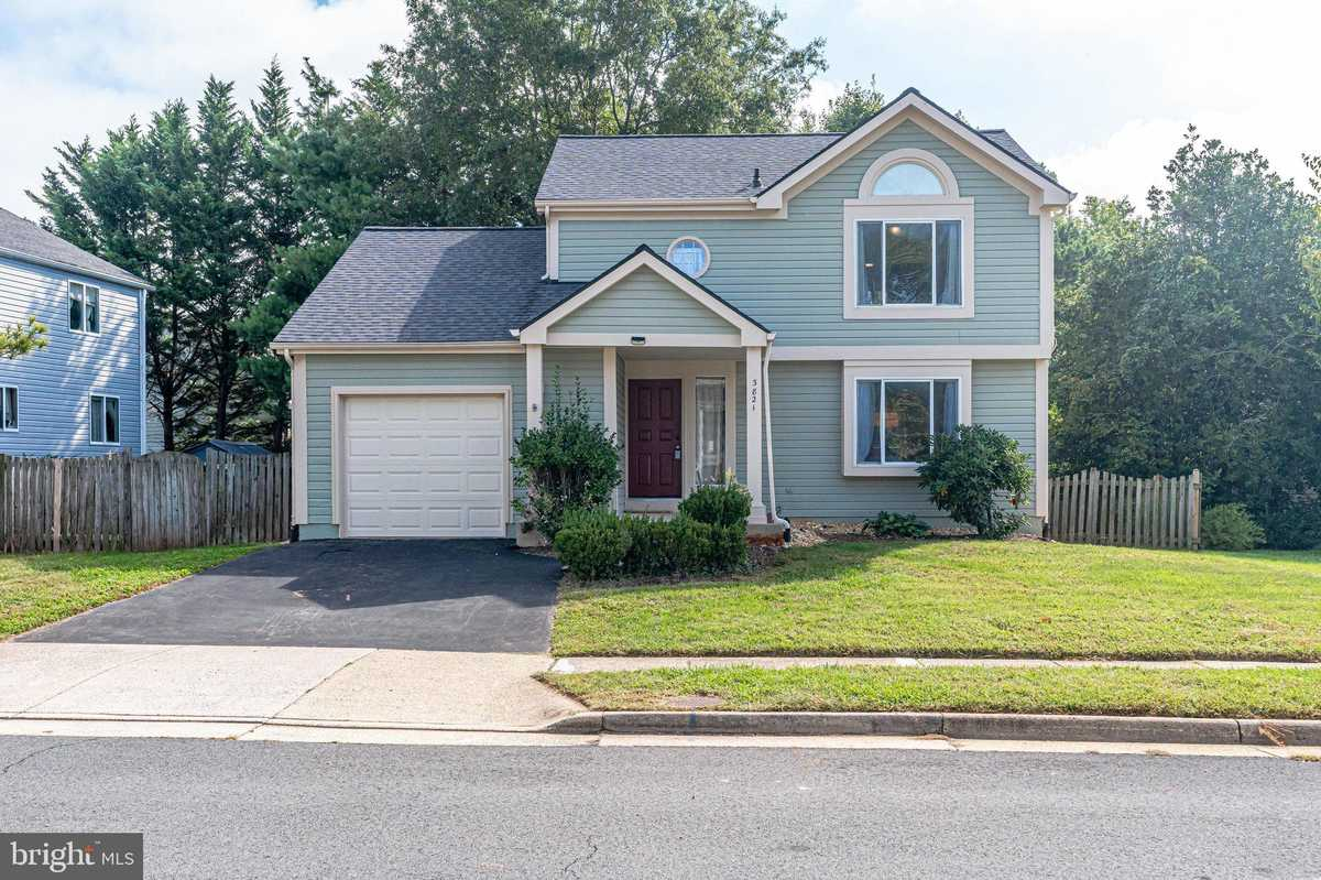 $599,900 - 4Br/3Ba -  for Sale in Armfield Farms, Chantilly